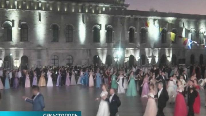 """В Севастополе проходит офицерский бал """"Герой нашего времени"""""""