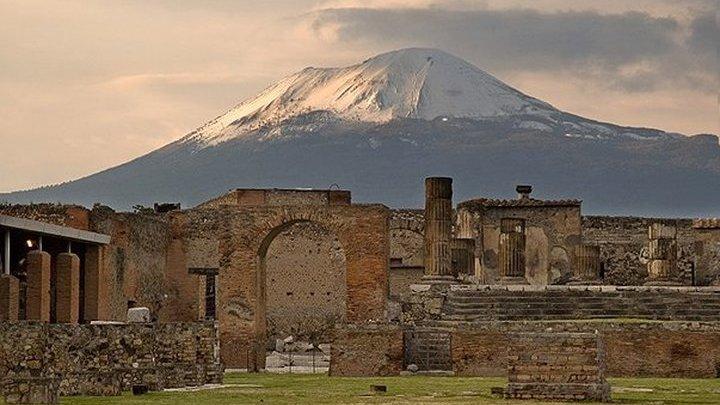 Захоронение организатора гладиаторских боев найдено в Помпеях