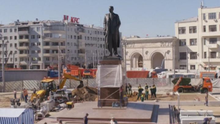 Сергей Собянин осмотрел ход работ по благоустройству площади Тверской Заставы
