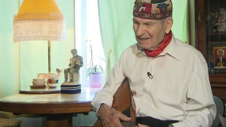 Сегодня исполняется 99 лет виртуозу-балалаечнику Михаилу Рожкову