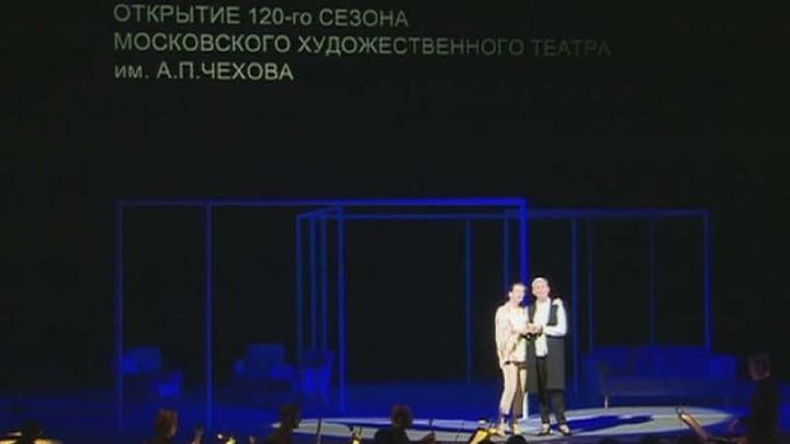 На сборе труппы в МХТ им. Чехова показали фрагмент из спектакля Кирилла Серебренникова