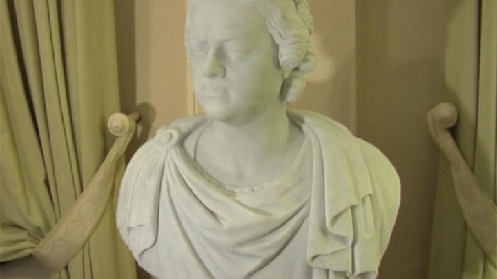 Французской академии подарили бюст Петра Первого