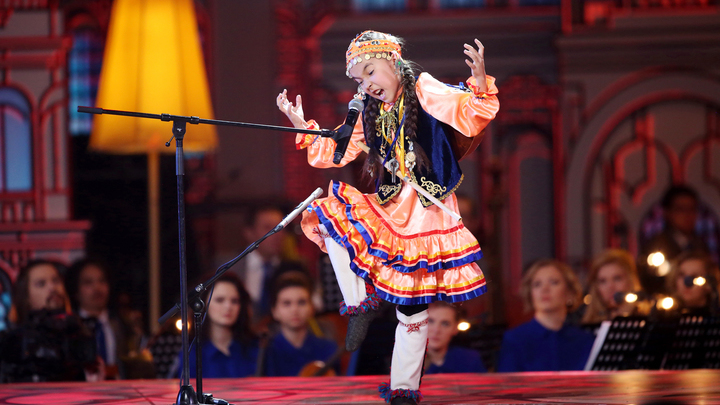 Синяя птица. Ляйсан Золотарева. Исполнительница башкирского эпоса станцевала индийский танец