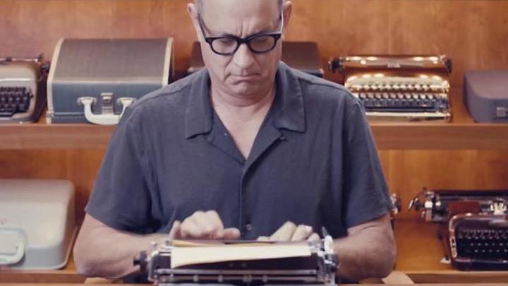 Актер Том Хэнкс выпустил сборник из 17 рассказов