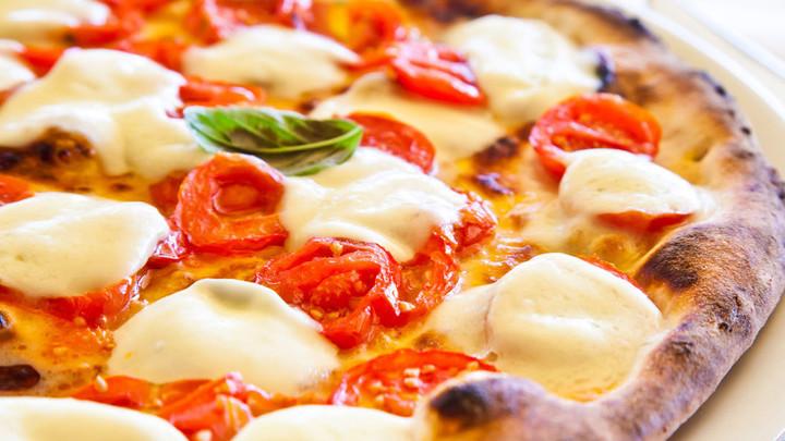 В России впервые утвердили стандарт сыра для пиццы
