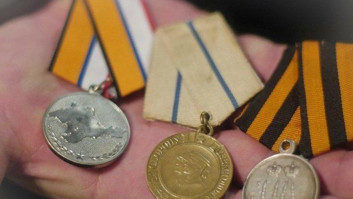 Медали - за 1-ю оборону Севастополя в Крымской войне (прапрадед В.Шигина), за 2-ю оборону Севастополя в Великую Отечественную войну (дед В.Шигина) и медаль за возвращение Крыма (В.Шигин)