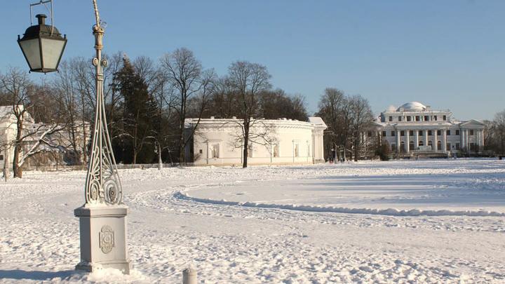 Санкт-Петербург, старинный Елагин остров на Неве…Тут теперь и «хрупкие чудеса» прошлого! А весне – дорогу?