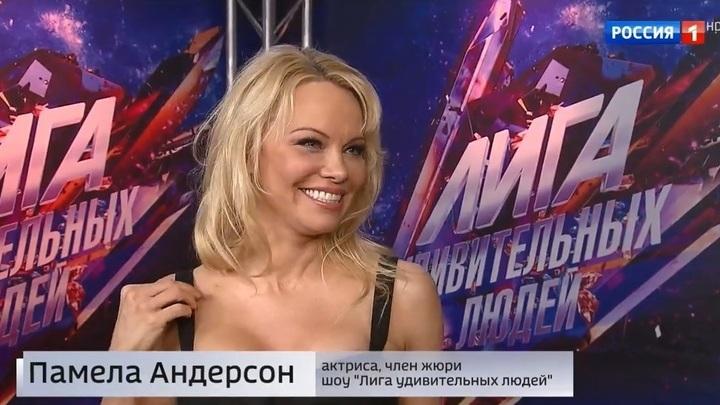 """Памела Андерсон и Джеффри Монсон присоединились к жюри шоу (сюжет программы """"Вести"""")"""
