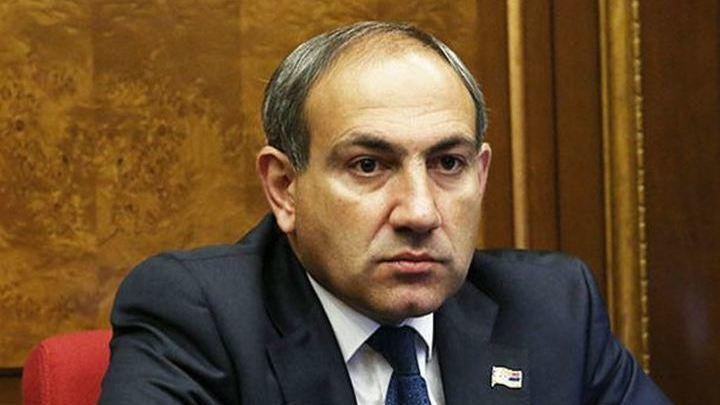 Протестующие в Армении украли дипломатический паспорт Никола Пашиняна