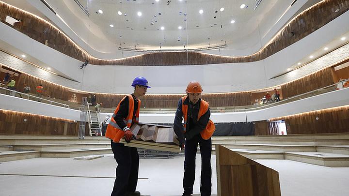 """Строительство концертного зала в московском парке """"Зарядье"""" завершено"""