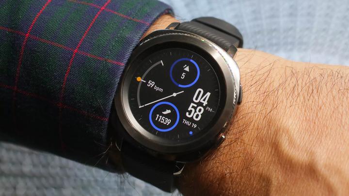 Samsung случайно показала Galaxy <b>Watch</b> на официальном сайте
