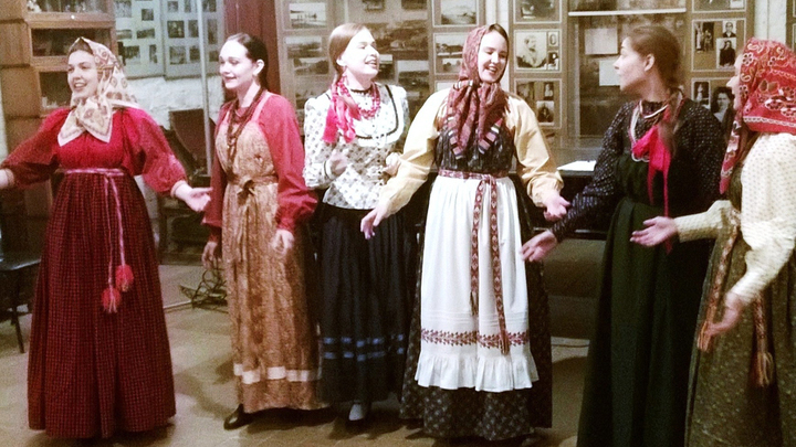 А вот и первая старинная песня времен Ивана Грозного. От профессионалов