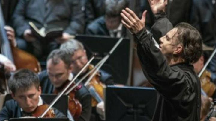 Публика на Зальцбургском фестивале встретила овациями оркестр Теодора Курентзиса