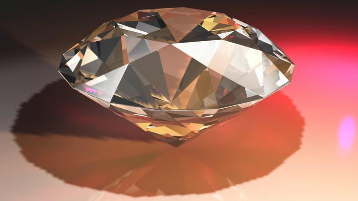Алмаз √ один из самых твёрдых материалов во Вселенной.