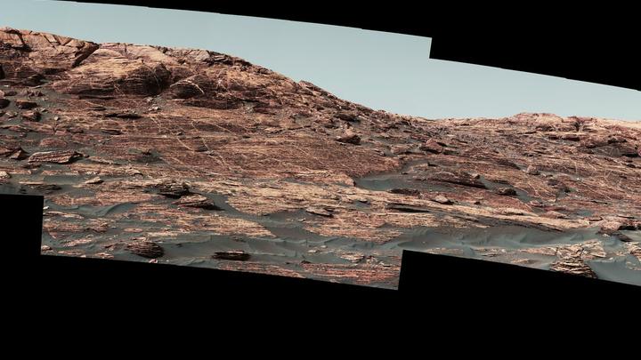 Так выглядит гора в объективах Curiosity.