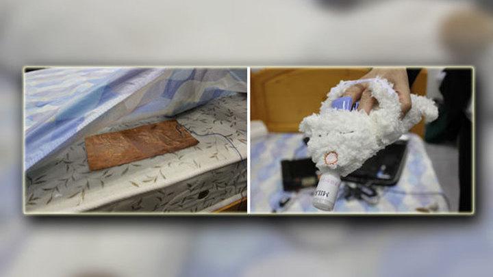 Устройство может показаться неудобным, так как человек должен спать на датчике, который подкладывается под простыню. Кроме того, храпящий должен вставить руку в другого медведя поменьше - он также собирает данные о спящем (фото Darrell Nelson/CScout).