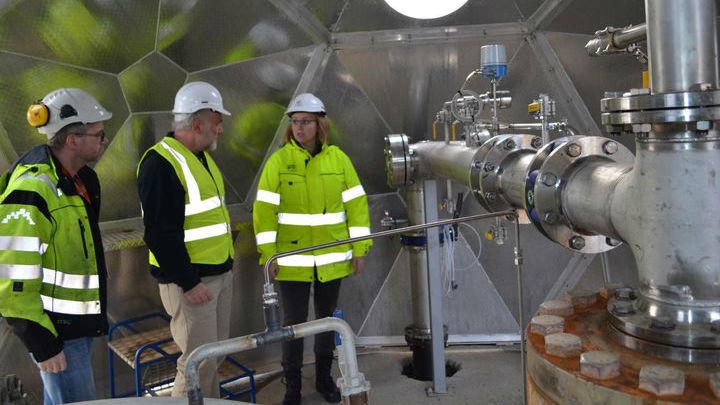 Инженеры, разработавшие систему закачивания газов под землю, где CO2 переходит в твёрдое состояние.