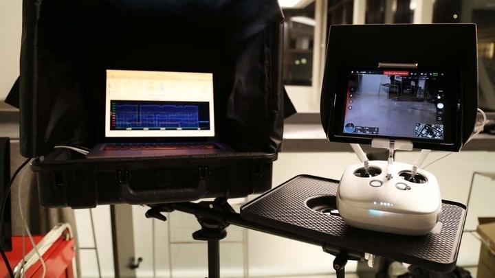 Дрона оснастили камерами, которые могут в режиме реального времени отправлять кадры прямо на мобильные устройства спасательной бригады.