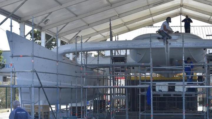Работы на корпусе судна, порт Сен-Мало (Франция).