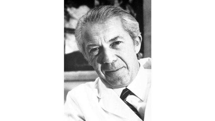 """Термин """"аутофагия"""" был впервые предложен в 1963 году бельгийским биохимиком Кристианом де Дювом, который совместно с коллегами получил Нобеля по медицине в 1974 году."""
