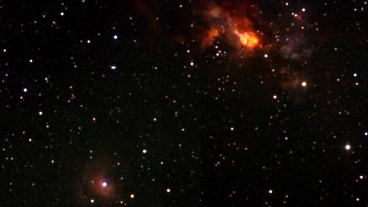 Радиоисточник Цефей А представляет собой область звездообразования.