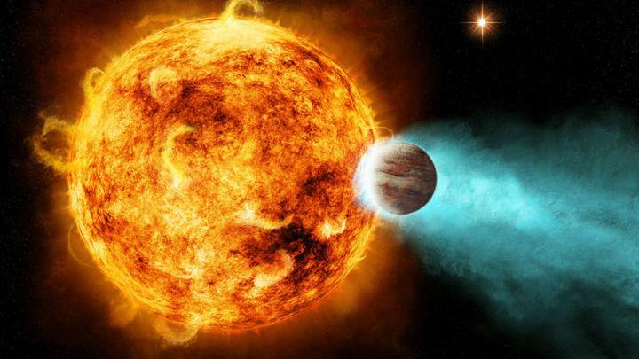 Планета всегда повёрнута к своей звезде одним полушарием.