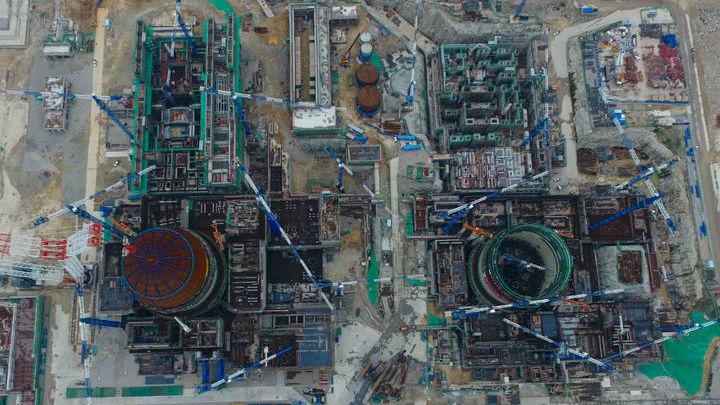 Современная АЭС √ это сложнейший технологический комплекс, в котором немалая часть систем предназначена для обеспечения безопасности. На снимке АЭС Фуцин.