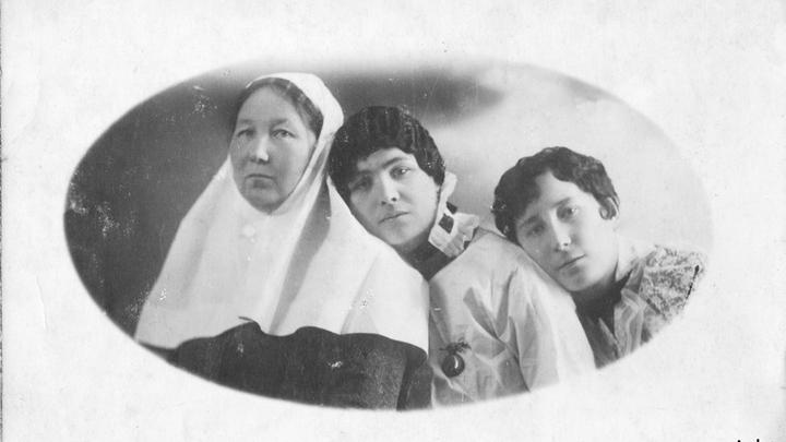 Любовь Малявкина и ее подруги, сестры милосердия, 1916 год. Из архива Ж.Бурьен.
