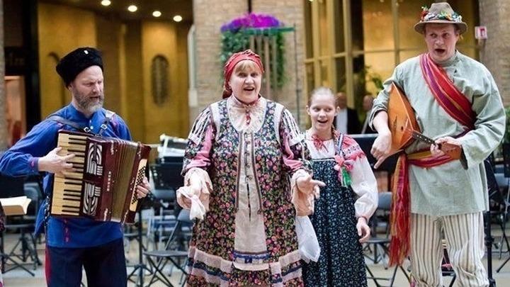 Фольклорный ансамбль Семейная традиция. Фото предоставлено Николаем Серовым