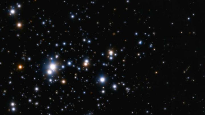 Рассеянное звёздное скопление Трюмплер 14 содержит тысячи звёзд, зародившихся рядом друг с другом. Из похожего скопления, вероятно, происходит и Солнце.