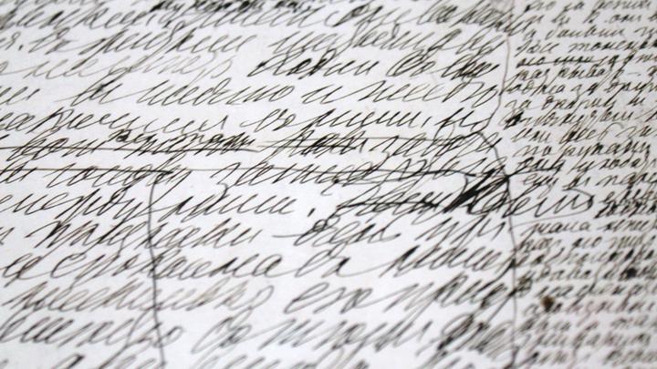 Одна из рукописей Льва Толстого с правками текста для переписи Софьей Андреевной, Хамовники. Фото Леонида Варебруса