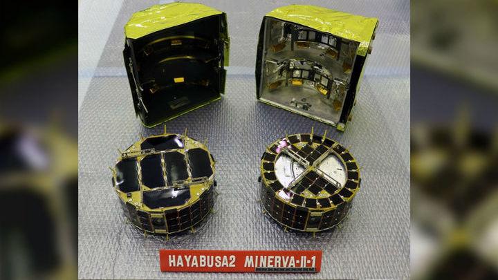Оба посадочных аппарата вместе взятые весят всего 3,3 килограмма.