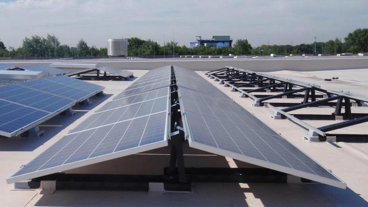 Солнечные батареи на крышах станут в Калифорнии обязательными при новом строительстве
