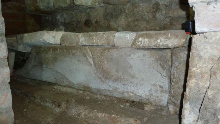 До сих пор не установлено, кому предназначался саркофаг и были ли он использован.