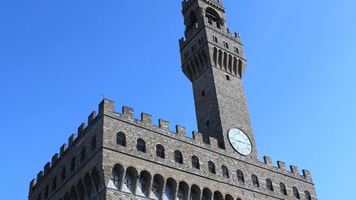 Здание Синьории, палаццо Веккио с ассиметричной башней высотой 94 метра. Архитектор Альфонсо ди Камбио, 1294 год. Фото Л. Варебруса