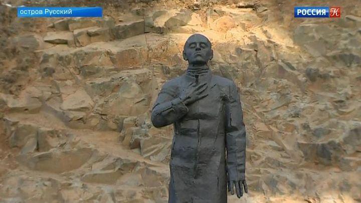 Памятник Осипу Мандельштаму установили на острове Русский