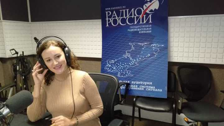 На фото с ведущей -  врач-дерматолог, косметолог Лидия Андреевна Шошина.