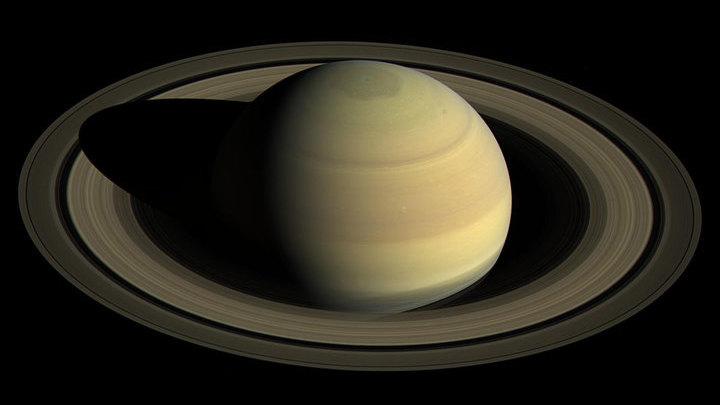 """Вид с космического аппарата """"Кассини"""" на северное полушарие Сатурна."""