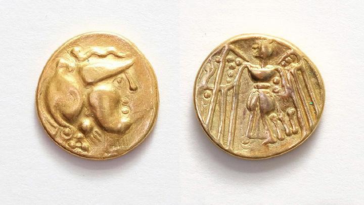 Золотой кельтский статер из Подземеля. Аверс: богиня Афина, реверс: богиня победы Нике. Фото: ZRCalnik