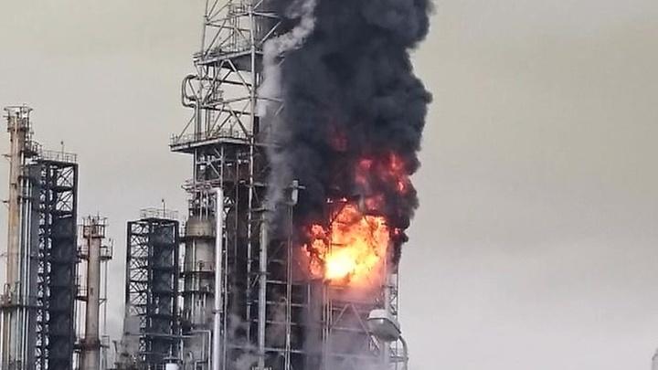 На нефтеперерабатывающем заводе на Сахалине произошел пожар
