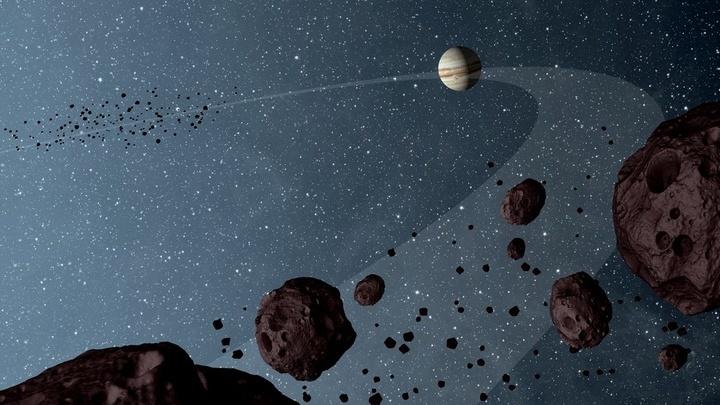 Перед Юпитером располагается вдвое больше троянских астероидов, чем за ним. Именно эта асимметрия и стала ключом к изучению траектории миграции планеты.