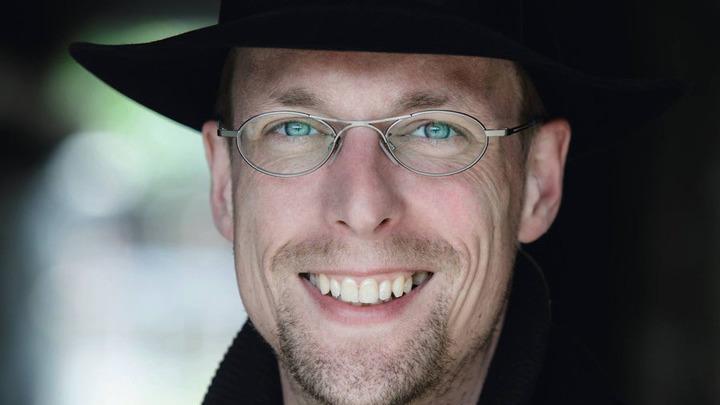 Дирижер – Йорн Бойзен (Германия)