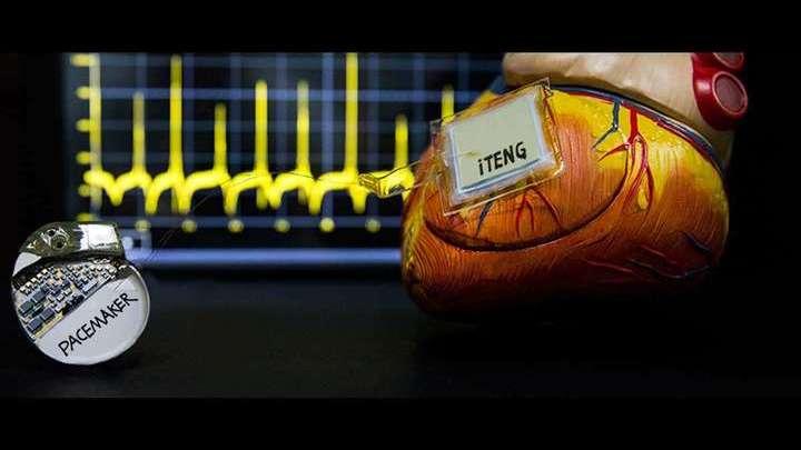 Сегодня миллионы людей во всём мире используют кардиостимуляторы, однако аккумуляторы устройств приходится периодически подзаряжать, а значит, проводить новые хирургические операции.