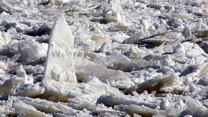 Взрывные работы помогли разрушить ледовый затор у Среднеколымска