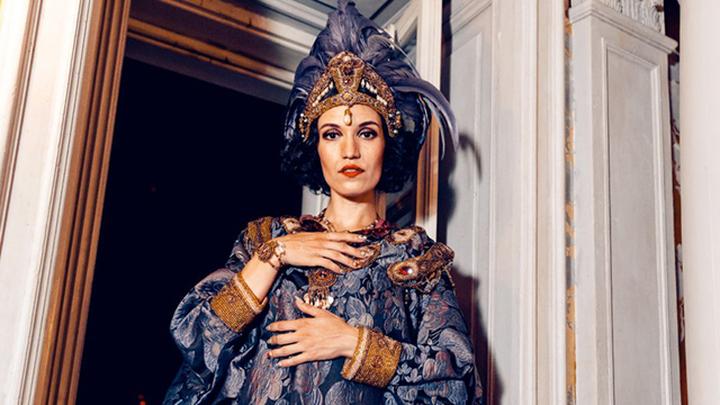 Московско-берлинская артистка бурлеска и кабаре, сопродюсер первого в России шоу в стиле классического бурлеска Ladies Of Burlesque Анна Павлова.
