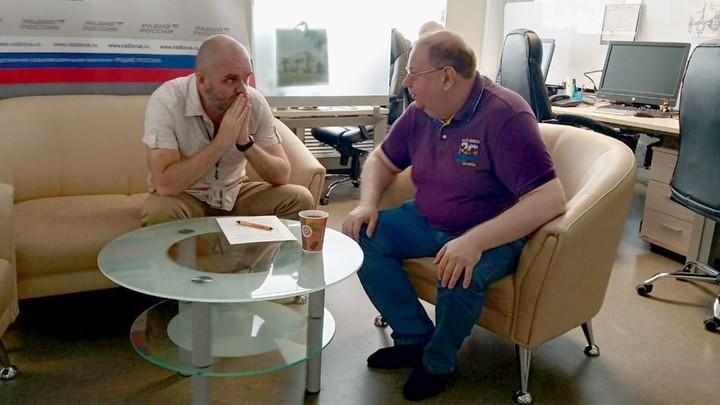 Дмитрий Конаныхин и историк Александр Владимирович Пыжиков. Подготовка к эфиру
