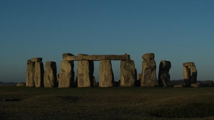 Стоунхендж, созданный за 2500 лет до начала нашей эры, состоит из каменных глыб весом несколько тонн и даже десятков тонн. Их транспортировку древние люди могли облегчить при помощи свиного жира.