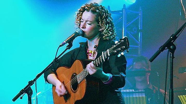 Английская фолк-певица Кейт Расби