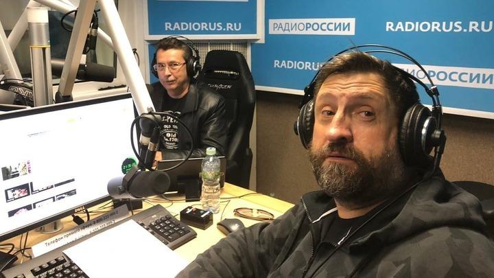 """Ведущие программы """"Шинель""""  Галим Вергасов и Александр Сладков"""