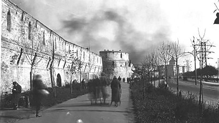 Китайгородская стена с Наугольной башней со стороны Москвы-реки в Зарядье / Public domain